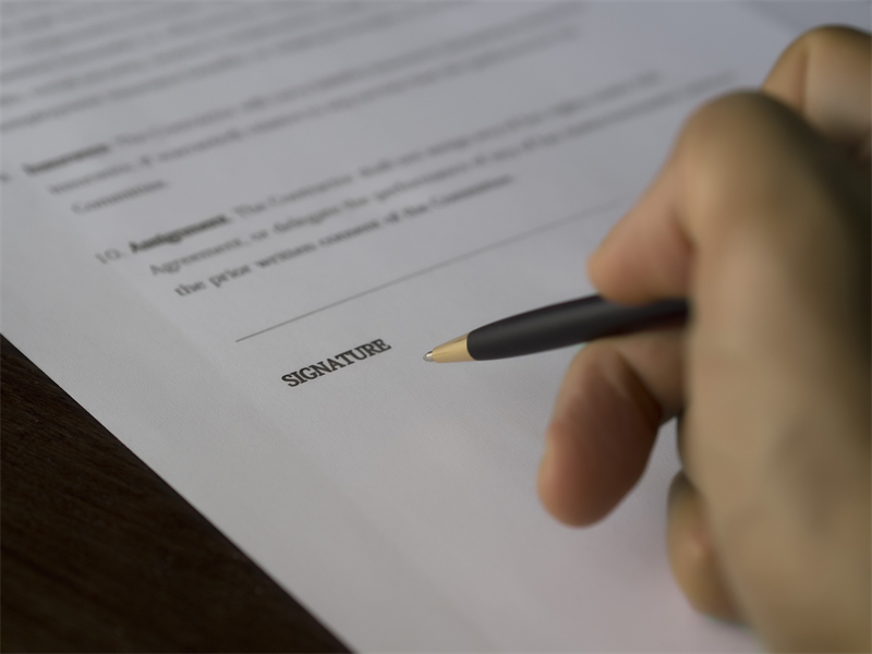 Provisions to Include in an Associate Contract