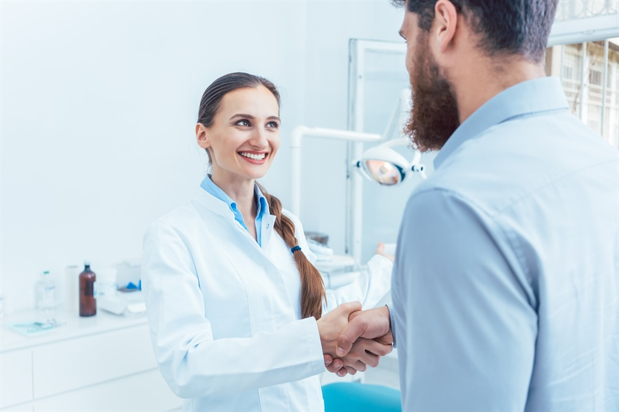 Marketing Cosmetic Dentistry: 6 Ways to Get Patients Interested in Cosmetic Services